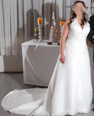 vestido de novia con bordados y pedrería